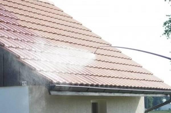 Coût démoussage toiture : Devis gratuit en ligne