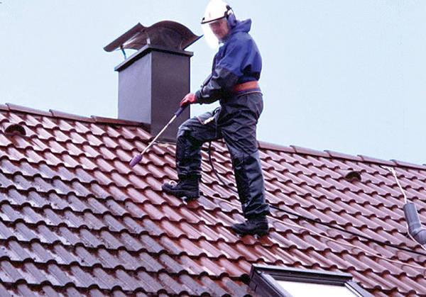 Démoussage d'une toiture : Devis gratuit