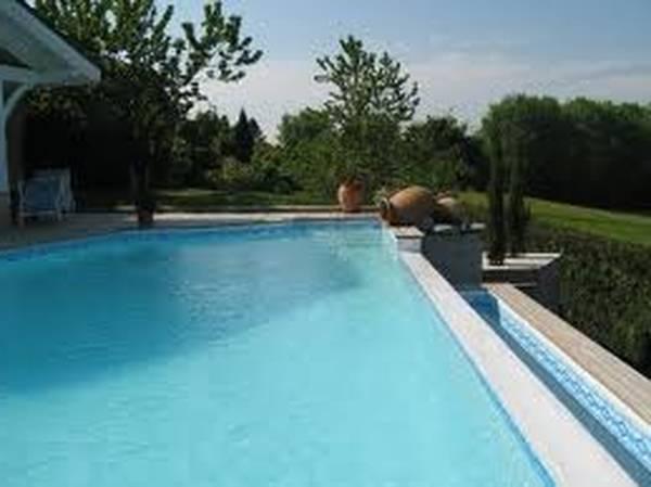 Prix petite piscine à débordement : Demandez votre étude gratuite